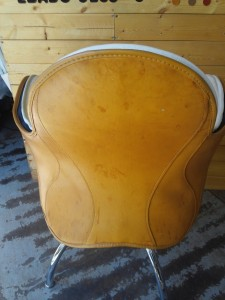 デパドヴァ インチーザ椅子張替え・革のシミ修理