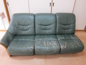 ソファーのひび割れ・破れ・スレ傷、まとめて修理&染め直し。