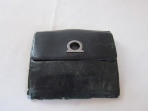 【フェラガモ】二つ折り財布の破れ・スレ傷を補修&染め直し。