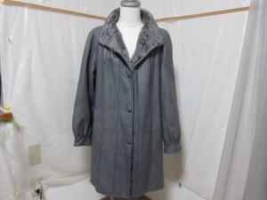 革のロングコート、グレーから黒へカラーチェンジ。