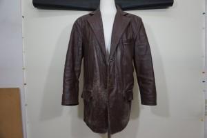 福岡市早良区から、革のジャケットのすりきず・色あせを染め直し修理とクリーニングで綺麗にした事例です。