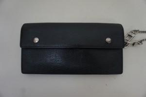 ルイヴィトンの財布の色あせと縫製のほつれを、染直し修理で綺麗にしました。