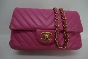 CHANEL/シャネル ピンクのバッグの角擦れ、色あせを染直し修理とチェーンを再メッキで綺麗にした事例です。