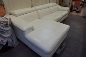 白 ソファ クリーニング 染直し お手入れ施工承ります。