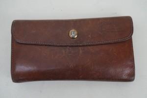 クレドラン(CLEDRAN)長財布の黒ずみを染直しリペアで綺麗に修復しました。