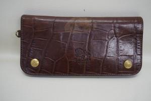 福岡市早良区西新より、IL BISONTE(イルビゾンテ)長財布の色あせを染直しリペアで綺麗にした事例です。
