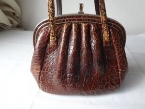 赤海亀のレトロなバッグを、染め直し修理/福岡県久留米市からのご依頼です。