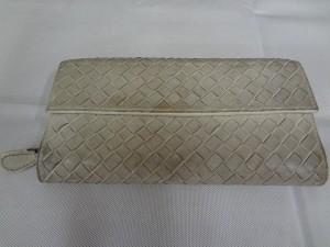 【BOTTEGA  VENETA】 ボッティガの白い財布 クリーニング 染め直しです。
