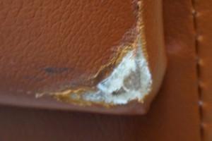引越でソファーが傷ついたりしませんか?引越業者様必見!エグレタキズも修復します。