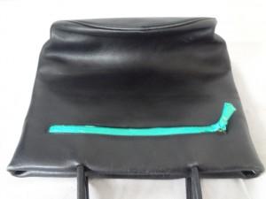 革のバッグを染直し修理をしました。