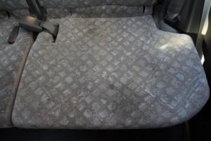 車のシートのクリーニングも、革研究所博多店におまかせ下さい。