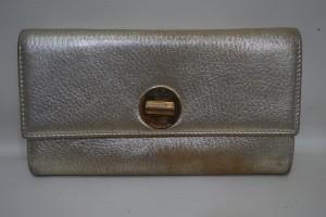 シルバー・ゴールド・ブロンズカラーの財布の色も染直し修理出来ます。