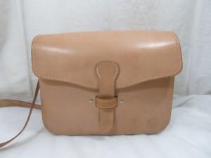 ヌメ革 ナチュラルカラーのバッグを黒色に色変え・カラーチェンジで様変わり!