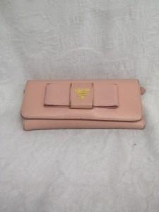 新宿 ソファー、鞄、バッグ、修理、張替、黒ずみ汚れ、クリーニング、色移り、すれ傷  ピンク プラダ - コピー - コピー