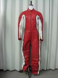 ライダースーツのカスタムでアニメヒーローに!