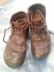 クラークス ブーツ カビが激しいです。