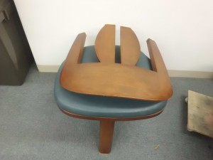 ダイニング椅子 木部分修理/鹿児島市より木枠破損&欠け症状によるキズ補修&染め直し&コーティング加工のご依頼です。