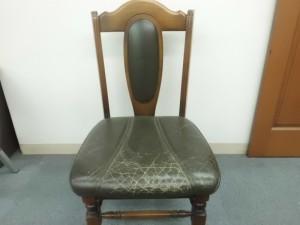 ダイニング椅子(革)張替えない修理&ウッドリペア/鹿児島県志布志市よりひび割れ補修&スレキズ補修&染め直し加工&コーティング加工&木部のキズ補修のご依頼です。