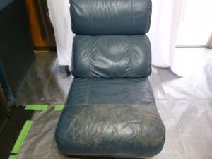 カリモク家具製コーナーソファー(3/4)のキズ補修&染め直し&クリーニングの御依頼分の続きになります(鹿児島市西陵より)。