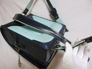 ランドセル/肩ひも(ベルト)下部ホック止め部分の裂け(破れ)の縫製を鹿児島市上之園より御依頼頂きました。