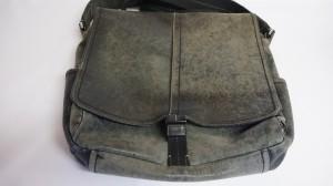 【コーチ】メンズ ショルダーバッグ 色あせ 擦れ 破れ 長年愛用のバッグも補修できます☆