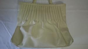 【トートバッグ】白色レザー 汚れやシミ、傷など、まとめて染め直します☆