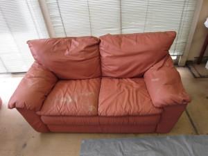 色褪せたソファー 染め直しでまた使えるようにいたします!