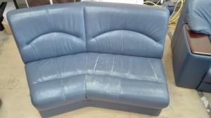 オーダーメイドのソファー 傷が目立ったら是非修理を検討ください!