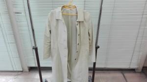 白いコートにカビが・・・→クリーニングと染め直しでこうなりました!