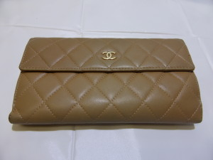 【CHANEL】シャネル スナップベルト付二つ折り長財布の色褪せ、汚れ対策はカラーチェンジ! 名古屋北店より