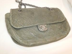 シャネルラムレザーバッグの色落ち・色褪せ・変色修理・修復は革研究所にご相談を!
