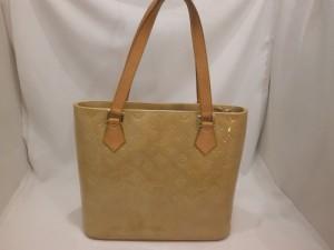 ヴィトンヒューストンエナメルバッグの黄ばみ・変色!修理しなくても使えますか?
