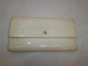 エナメル財布の黄ばみ修理!変色・色褪せ修復も革研究所にお任せ下さい!