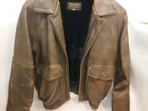 来シーズンも着たい!革ジャンやコートの修理・修復・染め直し専門店。傷を埋めれるお店はここ!