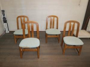 食卓椅子がビリビリ!座面だけ直せば使える!革製品以外でも、張替え修理いたします!