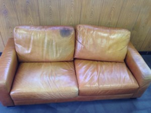 11  表参道 ソファー、鞄、バッグ、修理、張替、黒ずみ汚れ、クリーニング、色移り、すれ傷  ベージュ 革張り