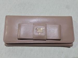 【プラダ】お財布を黒にカラーチェンジ(色替え) スレ傷も同時に修理 大阪・奈良・和歌山でプラダの修理・補修はぜひ当店で!