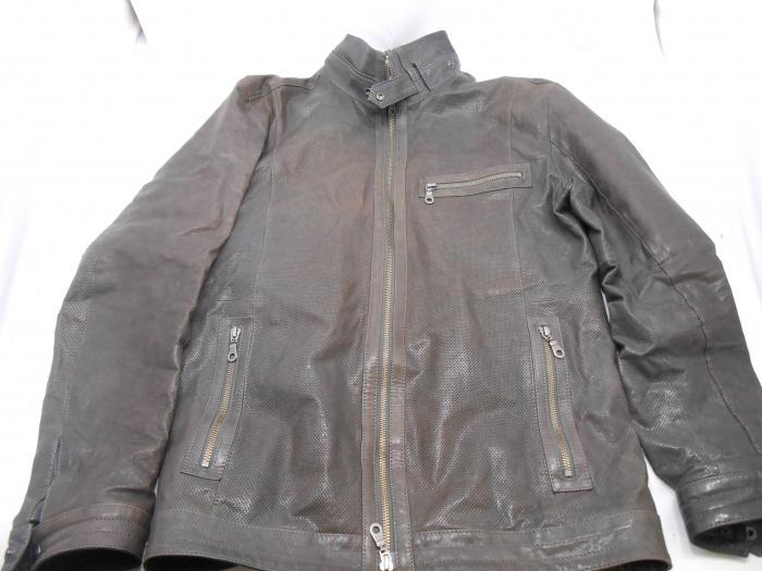 革ジャンの色褪せ・色落ち・すれ傷を染め直しで補修 大阪でレザージャケットの修理はぜひ当店で!