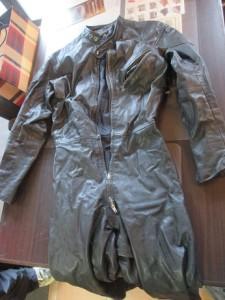 《本革ツナギ》ベルト部分よりカット→ジャケットへリメイク 縫製修理